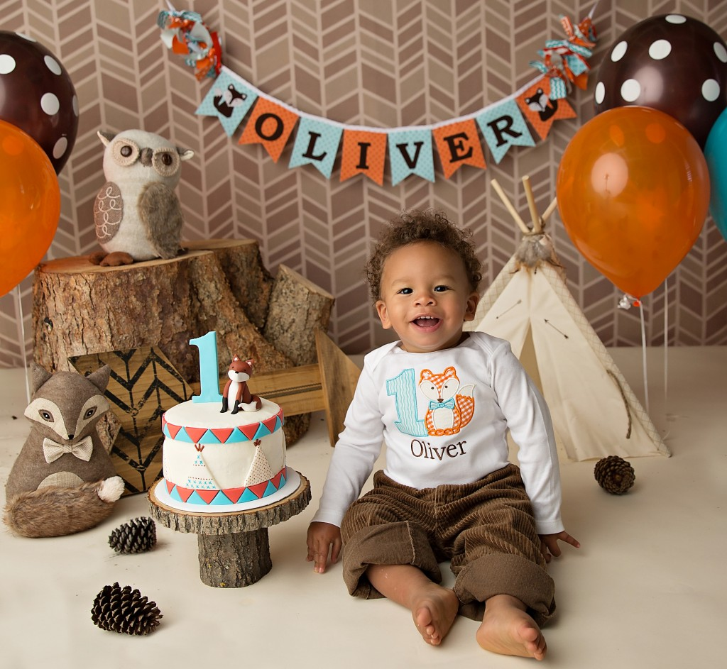 Oliver 39 s fall inspired first birthday everyday party for Baby birthday decoration images