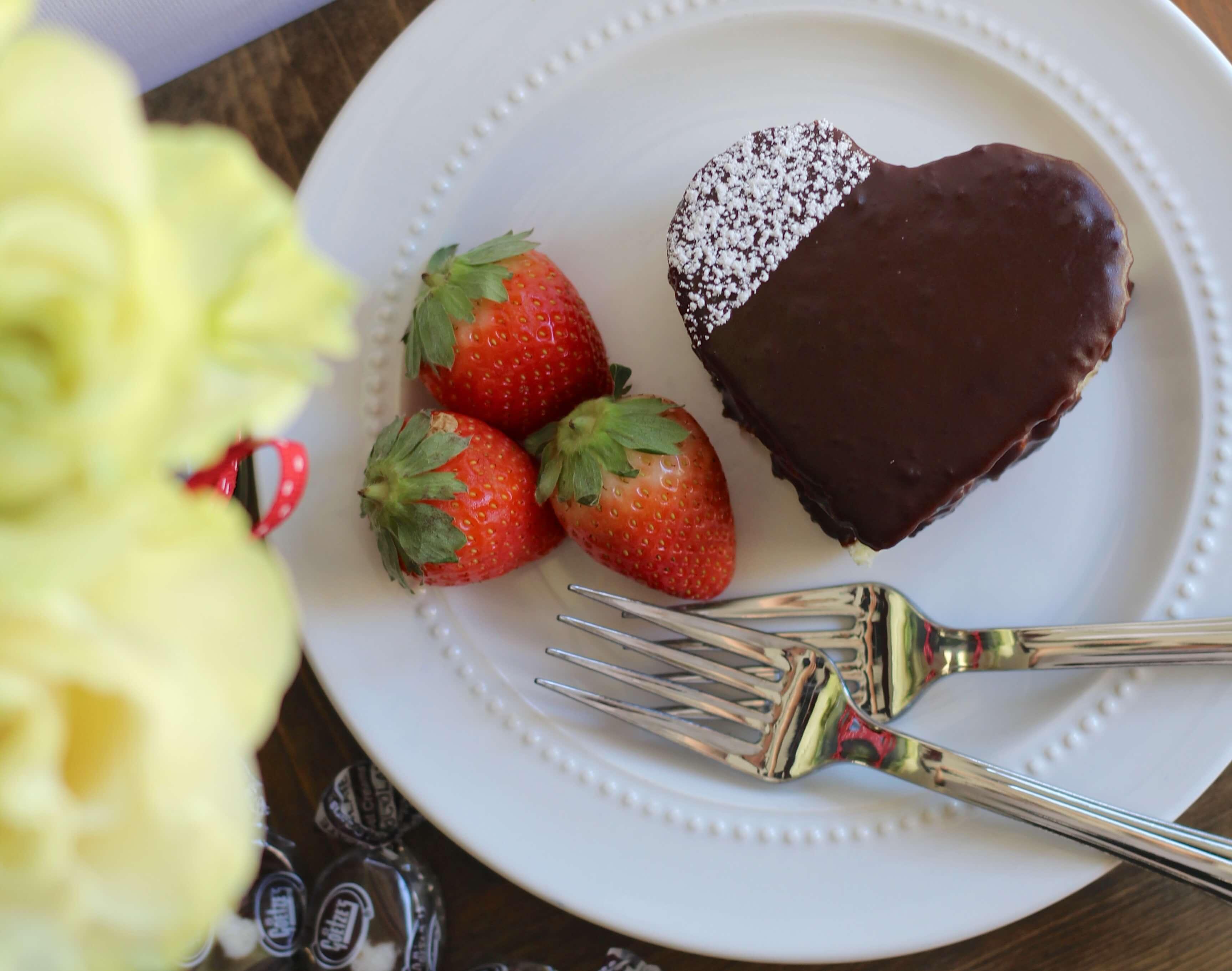 Everyday Party Magazine Chocolate Caramel Cream Mini Cakes