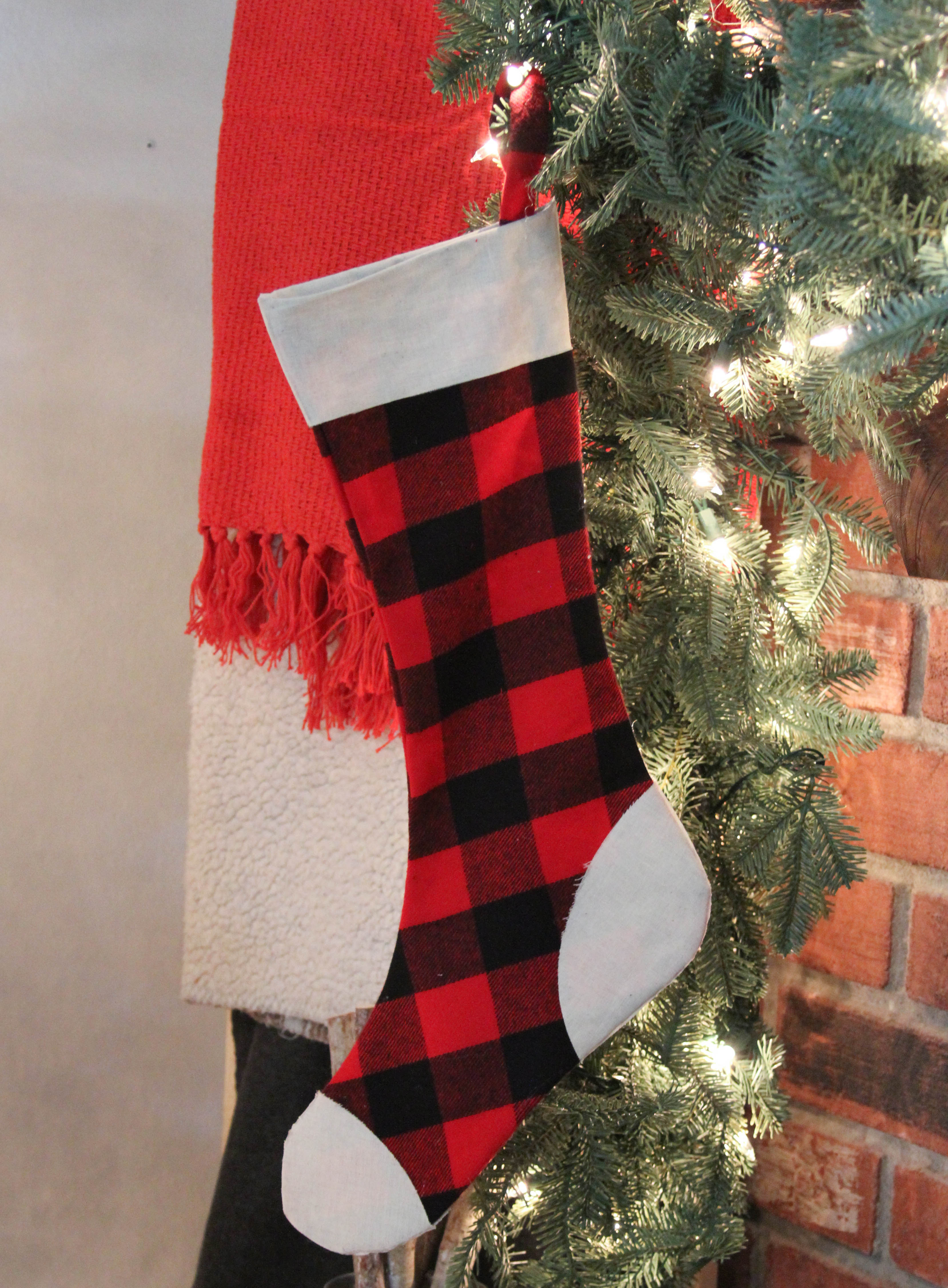 Everyday Party Magazine Simple No Sew Stocking with Cricut