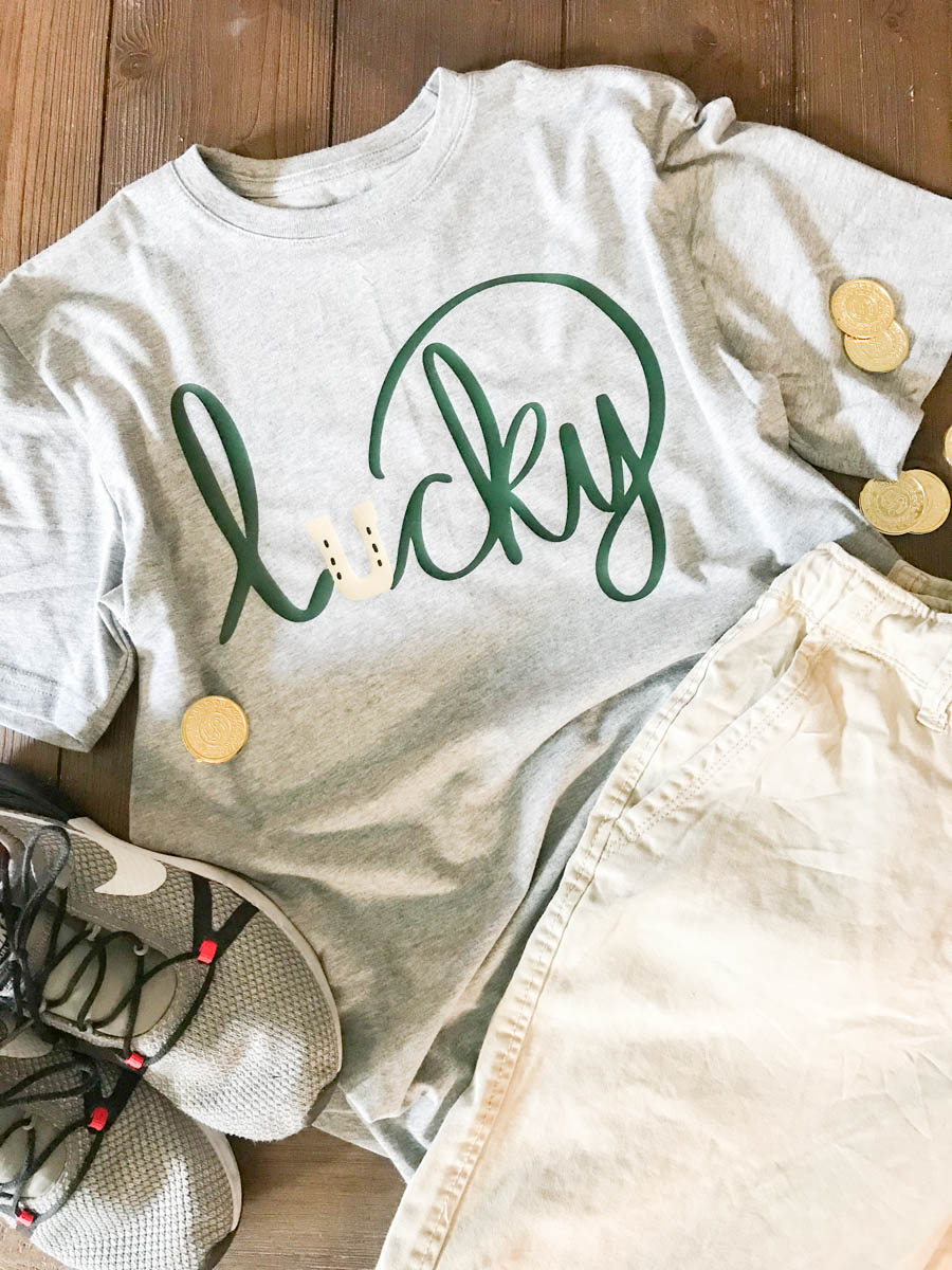 Everyday Party Magazine Lucky Shirt #StPatricksDay #SVG #HandLettered #DIY