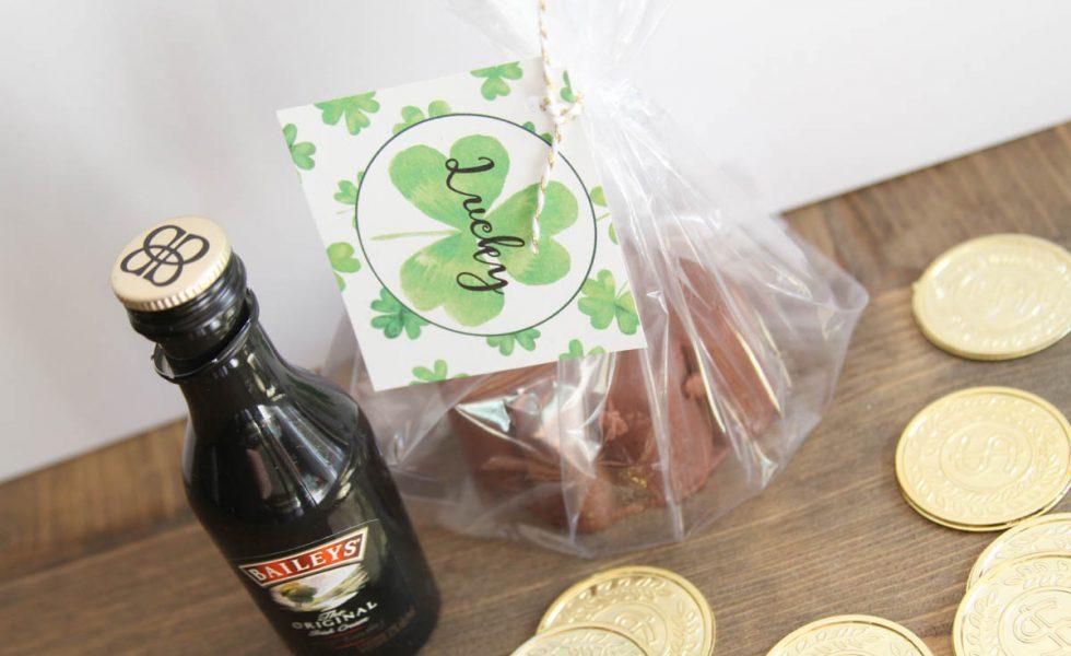 Everyday Party Magazine Irish Cream Fudge #IrishCream #StPatricksDay #Recipe