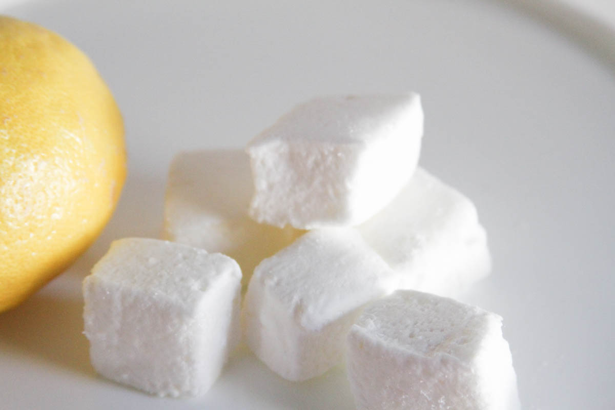 Everyday Party Magazine Lemon Meringue Marshmallows #Marshmallow #LemonMeringue #Recipe