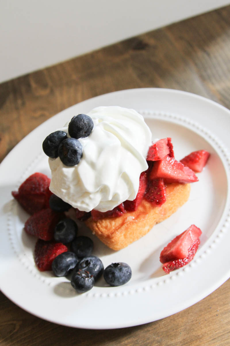 Everyday Party Magazine Red White and Blueberry Shortcake #Patriotic #FourthofJuly #Shortcake #Recipe