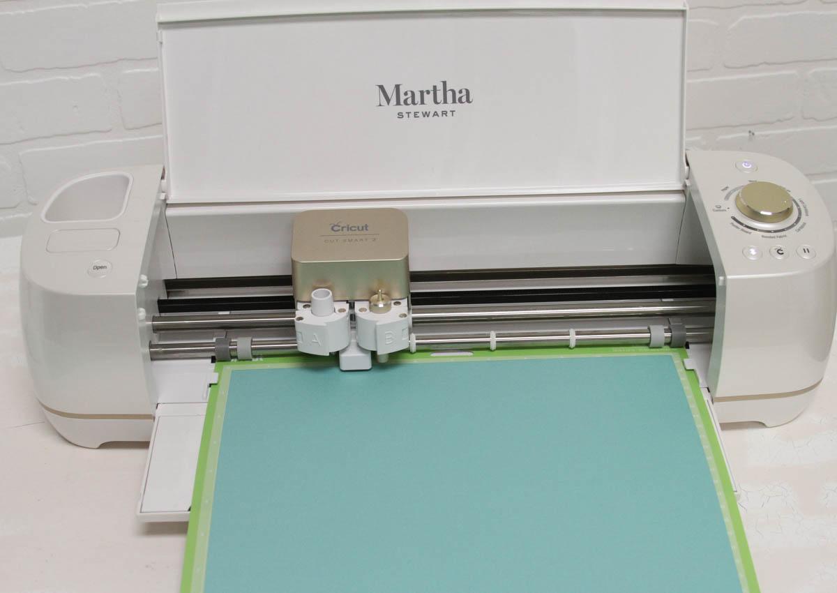 Everyday Party Magazine DIY Treat Boxes #CricutMade #Cricut #MarthaStewarCelebrations #BabyShower #TreatBoxDIY