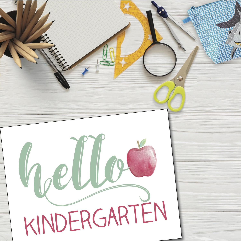 Everyday Party Magazine Hello School First Day of School Signs #BackToSchool #FreePrintable #FirstDayOfSchool