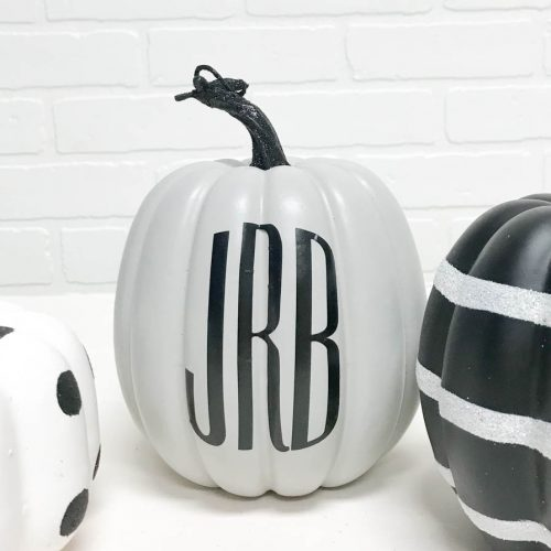 Make this darling monogrammed pumpkin in just a few minutes with the Cricut Martha Stewart Explore Air 2 #Pumpkin #DIY #Monograms